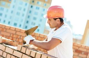 Saiba quais as principais características do capacete de pedreiro