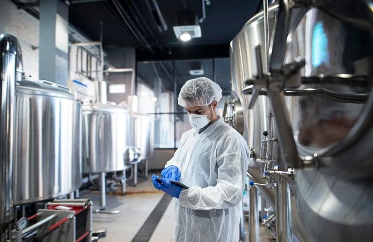 EPI de Proteção Química: saiba quais EPIs indicados para manusear produtos químicos