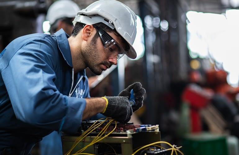 Saiba quais EPIs indicados para eletricista de manutenção industrial