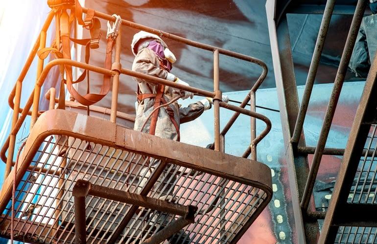 Cinto de segurança para trabalho em altura: como escolher o EPI ideal